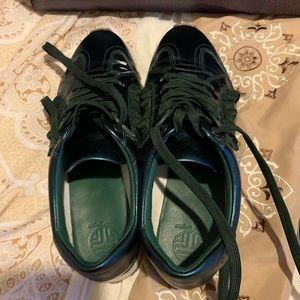 1a45eb39ee74 Tory Burch ruffle Sneaker size 9